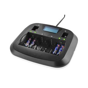 MEDION® Universal Profi-Schnellladegerät mit USB, LC-Display, Ladetemperaturüberwachung, prozentuale Anzeige des Akkuladestands, Aufladen von bis zu 8 Akkus gleichzeitig