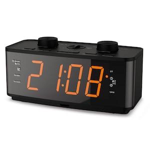 MEDION® P66077 Uhrenradio, großes 4,57 cm (1,8'') LED-Display, PLL-UKW Radio mit 20 Senderspeichern, USB-Ladeanschluss, automatischer Displaydimmer und regelbare Displayhelligkeit  (B-Ware)